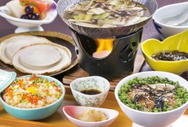 銀サバトロ漬け丼・八戸ばぐだんのハーフセットに鯖だしせんべい汁付き。「グランプリセット」